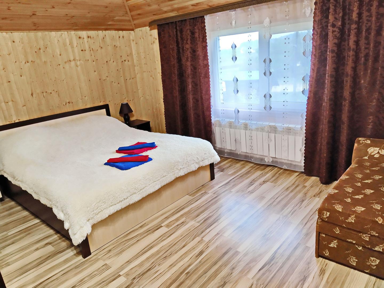Люкс с двумя спальнями, кухней-гостинной, кондиционером и видом на озеро. 51 м2.